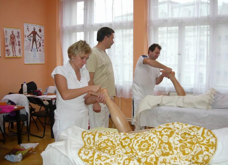 masáž nohou ze zadu
